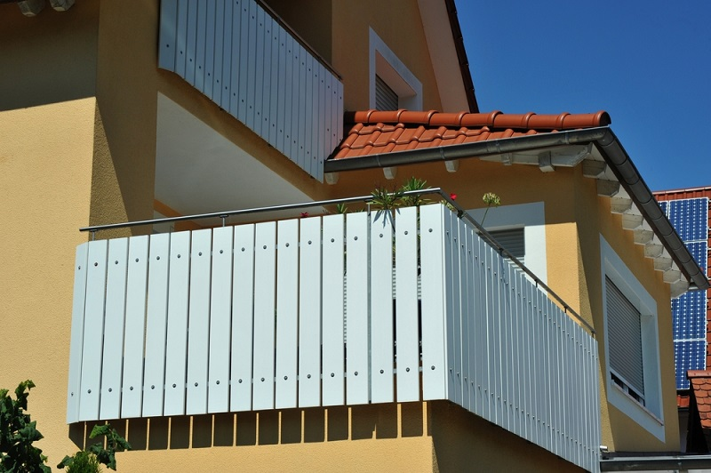 How To Be Safe On The Roof With Roof Safety Guardrails?