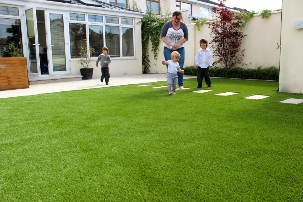 Benefits Of Using Synthetic Grass In The Garden